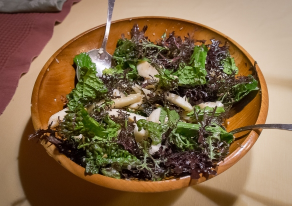 Pear mustard salad with dressing