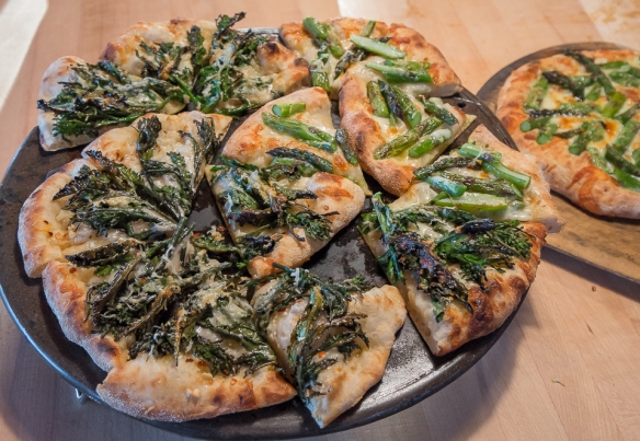 Pizza kale top & asparagus
