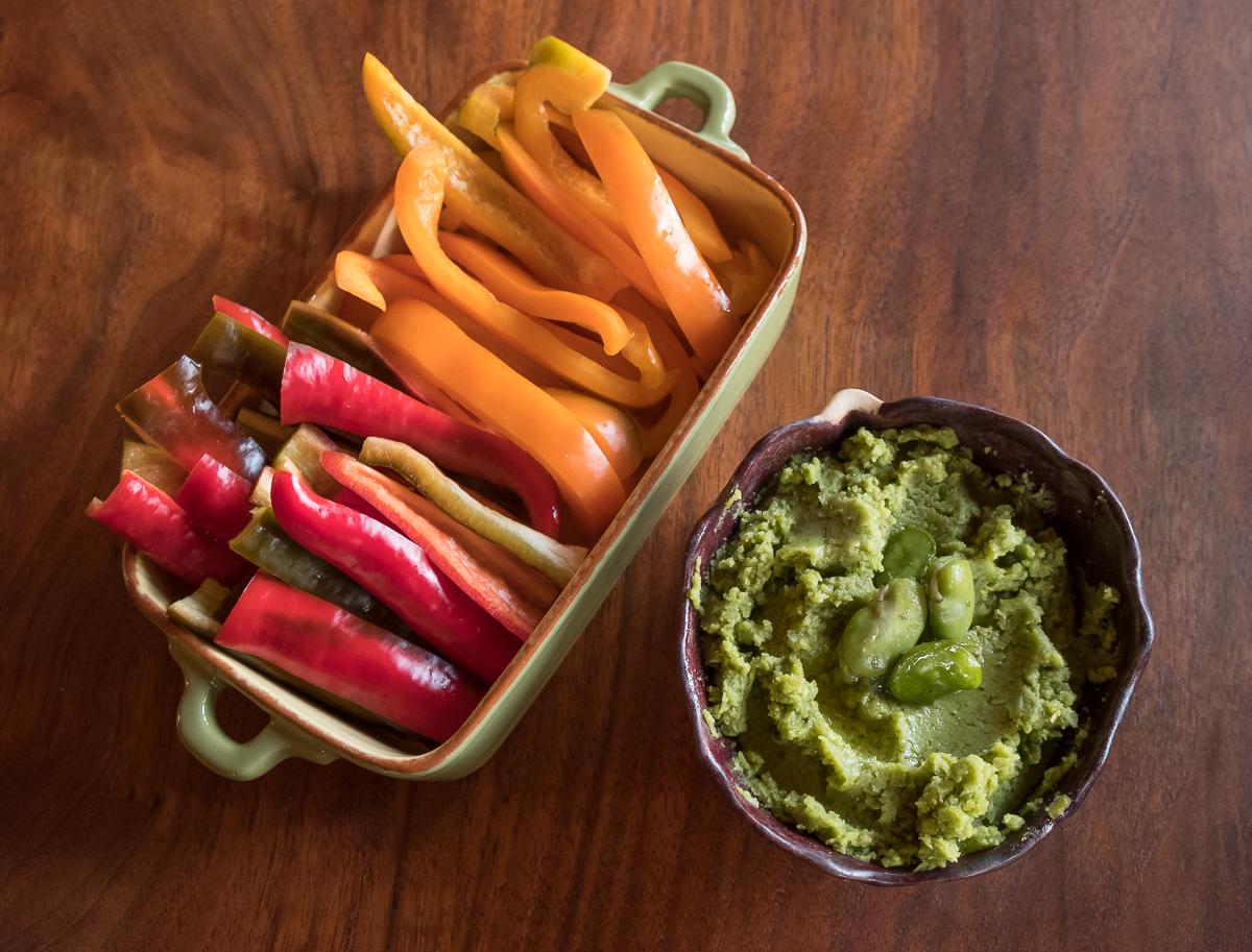 Fava puree and peppers